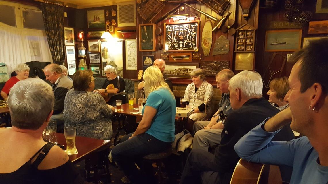 elsinor-folk-night-whitby-27-09-16-jpg20160927_212323